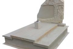 123 Pomnik na grobowcu podwojny, potrojny z piaskowca wraz z rzezba, Ilza woj.malopolskie, rzezbiarz Janusz Moroń