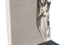 167 Pomniczek, urnowy z ciemnego granitu wraz z plaskorzezba aniola z piaskowca w tablicy nagrobnej, Gliwice