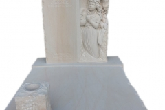 173 Nagrobek z piaskowca wraz z plaskorzezba dziewczynki, aniolka w skrzydlach, Katowice