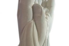 191 Rzezba dziecka w dloniach z piaskowca - pomniki z rzezba, Bierun, wyk. rzezbiarz Janusz Moroń