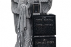 197 Nagrobek z pelnoplastyczna rzezba aniola z granitu, Bochnia k.Krakowa