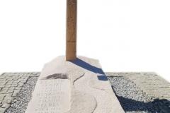 216 Nagrobek rzezbiony z piaskowca wraz z drewnianym krzyzem, Ruda Slaska, woj. slaskie