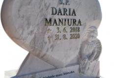 223 Rzezba serca i aniolka z marmuru Calacatta na pomniczek dzieciecy z konglomeratu kwarcowego,rzezbiarz Janusz Moroń, Chorzow