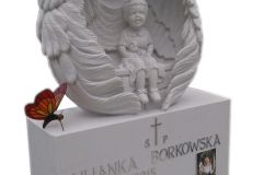021 Nagrobek dla dziecka z rzezba- rzezba z piaskowca z witrazem, Piotrkow Trybunalski