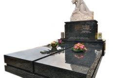 023 Grobowiec granitowy z rzezba z piaskowca