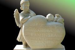 027 Rzezba nagrobna z piaskowca - serce i dwa aniolki, rzezbiarz Janusz Moroń