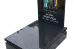 59 Nagrobek z czarnego granitu wraz z witrazem, Jaworzno