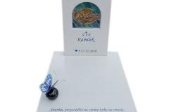 82 Pomniczek bialy dla dziecka z witrazem oraz motylem witrazowym na kuli, Niemcy