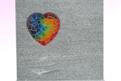 52 Tablica nagrobna, granitowa z kolorowym witrazem w ksztalcie serca, Frydek k.Pszczyny