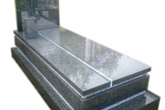 048 Nagrobek granitowy ze szkłem, Targanice