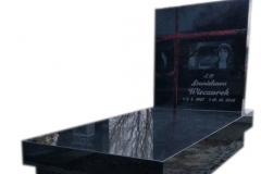 065 Nagrobek granitowy ze szklanym krzyzem witrazowym oraz rycina, Rydultowy