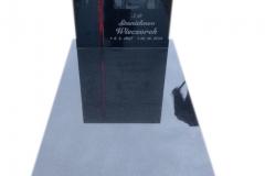 067 Nagrobek granitowy ze szklanym krzyzem witrazowym oraz rycina, Rydultowy