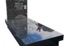 079 Nagrobek z ciemnego granitu wraz ze szklanym krzyzem, Pszczyna
