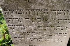 44 Tablica nagrobna przeznaczona do renowacji wraz z liternictwem, Pszczyna - cmentarz zydowski