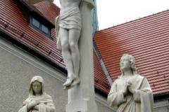 Pomnik rodziny swietej po renowacji
