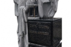 24 Rzezba pelnoplastyczna aniola z jasnego granitu, Bochnia k. Krakowa