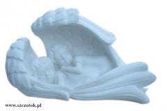 22 Rzezba z bialego marmuru aniolkow w skrzydlach, rzezbiarz Janusz Moroń