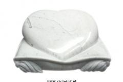 23 Rzezba serca z marmuru, rzezbiarz Janusz Moroń