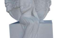 32 Rzezba aniolka z bialego marmuru Thassos, Niemcy