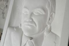 35 Portret wykonany w formie plaskorzezby w kamieniu marmur Thassos, Tarnowskie gory