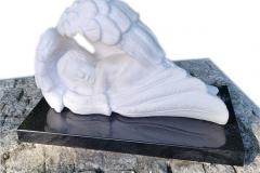 47 Rzezba aniolka w skrzydlach z marmuru wloskiego Calacatta