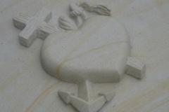 006-rzezba-z-piaskowca-symbol-wiary-nadzieji-i-milosci-sosnowiec, rzezbiarz Janusz Moroń