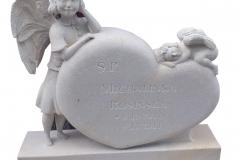 018-rzezba-z-piaskowca-dwa-aniolki-i-serce-pomnik-dla-dziecka, rzezbiarz Janusz Moroń