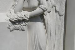 020-plaskorzezba-z-piaskowca-aniol-z-kamienia