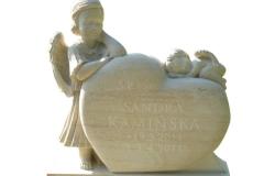031-rzezba-z-piaskowca-dwa-aniolki-i-serce