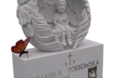 035-rzezba-z-piaskowca-dziewczynka-w-skrzydlach-z-witrazykami-piotrkow-trybunalski, rzezbiarz Janusz Moron