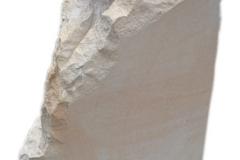 082 Rzezba z piaskowca motyla na skale