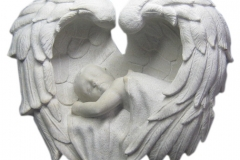 088 Rzezba z piaskowca aniolka w skrzydlach - tablica nagrobna, Sosnowiec, rzezbiarz Janusz Moroń