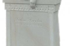 089 Rzezba kobiety, aniola z piaskowca z tablica nagrobna, okolice Rybnik