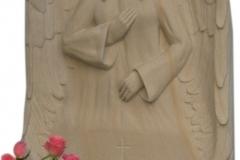 109 Rzezba z piaskowca dziewczyny ze skrzydlami, rzezbiarz Janusz Moroń