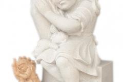 119 Rzezba dziewczynki w dloni z piaskowca wykonana na wzor figurki drewnianej , woj.wielkopolskie
