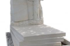 117 Rzezba ksiegi oraz krzyza z piaskowca na nagrobek, Sosnowiec