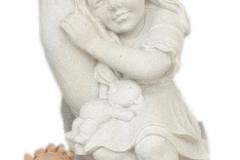 120 Rzezba dziewczynki w dloni z piaskowca wykonana na wzor figurki drewnianej , woj.wielkopolskie