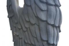136 Rzezba pelnoplastycza aniola wspartego o tablice nagrobna z piaskowa, Bulowice-woj. malopolskie, wyk. rzezbiarz Janusz Moroń