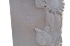 138 Plaskorzezba slonecznikow z piaskowca w tablicy nagrobnej, Gliwice
